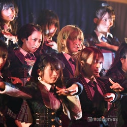 AKB48岡田奈々・村山彩希らチーム4、欅坂46&乃木坂AKB楽曲もパフォーマンス 向井地美音がアンコール発動<単独コンサートセットリスト>