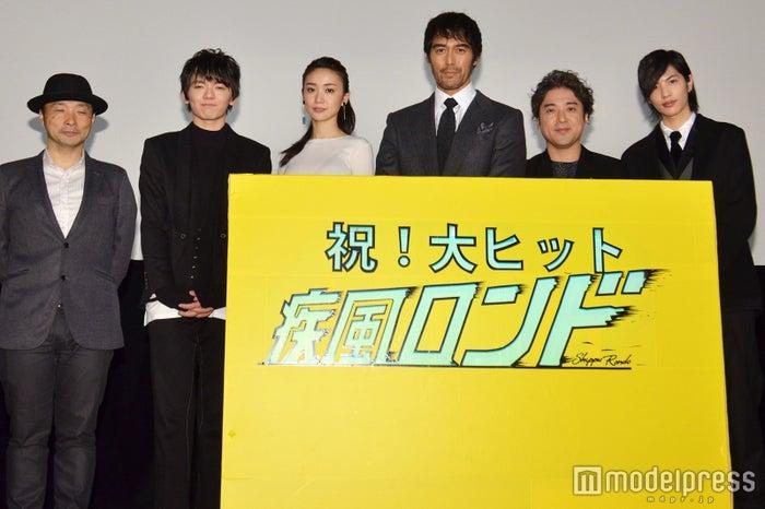 (左から)吉田照幸監督、濱田龍臣、大島優子、阿部寛、ムロツヨシ、志尊淳(C)モデルプレス