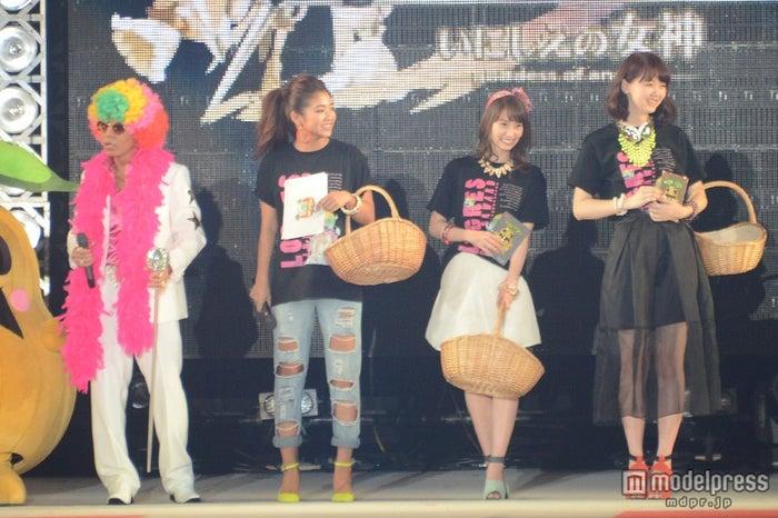 (左から)あっくん、今井華、永尾まりや、江野沢愛美