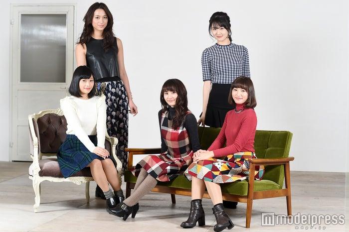 (右上から時計回りに)坂田しおり、七木奏音、大久保聡美、小山百代、高橋ユウ(C)モデルプレス