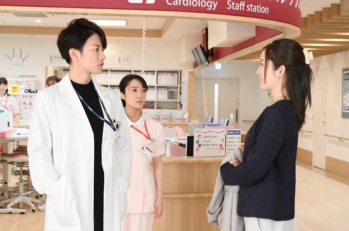 佐藤健、上白石萌音、蓮佛美沙子/「恋はつづくよどこまでも」第6話より(C)TBS