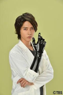 山下智久「自分を出しやすいキャラクター」ロボットハンドの義手を持つ天才科学者役に挑戦!新ドラマ『インハンド』