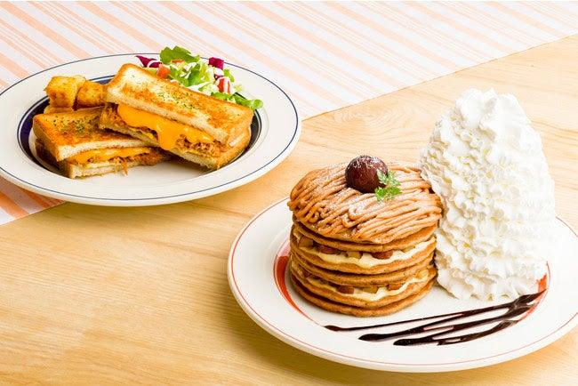 コナコーヒーとモンブランのパンケーキ、カルアポークチーズサンド/画像提供:Eggs'n Things Japan