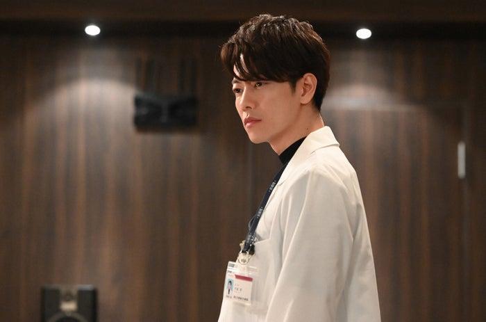 佐藤健/「恋はつづくよどこまでも」第7話より(C)TBS