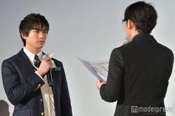 新田真剣佑、小泉徳広監督 (C)モデルプレス