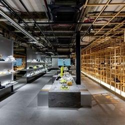 パリ発のフットウェア「ボース」 表参道に世界初の旗艦店をオープン