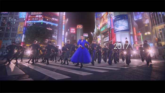 新CM「安室奈美恵×docomo25年の軌跡」篇 (提供写真)