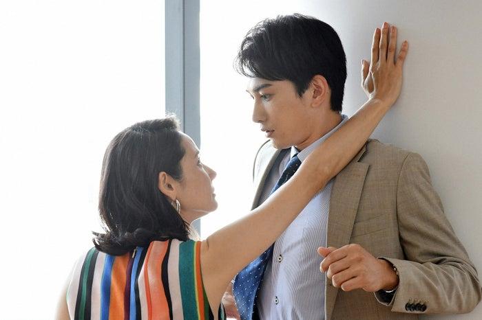吉田羊、町田啓太/「中学聖日記」第2話より(C)TBS