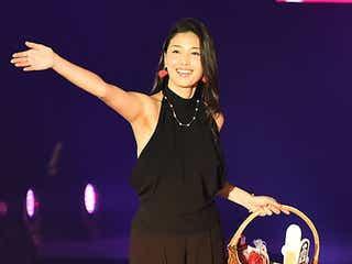橋本マナミ、初ランウェイ ブラックドレスで妖艶なほほ笑み<GirlsAward 2015 A/W>