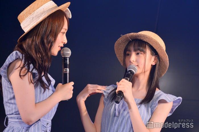 謎が多い川原美咲(右)に興味津々のメンバーたち/AKB48高橋チームB「シアターの女神」公演(C)モデルプレス