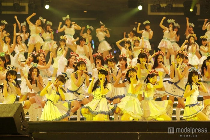 AKB48グループ研修生103名が圧巻のパフォーマンス/(C)AKS