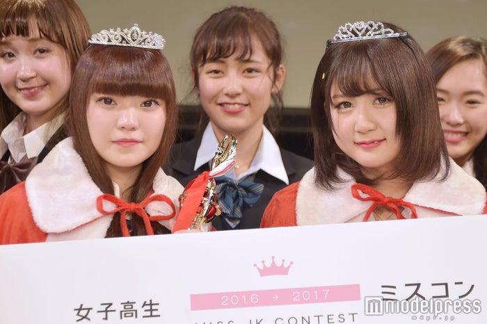 日本一のかわいい女子高生を決めるミスコン<関東地方予選/グランプリ:にーにさん(左)&準グランプリ:あやまるさん(右)>(C)モデルプレス