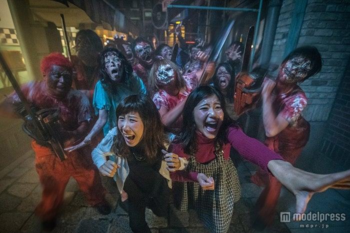 暗闇のパークに「ストリート・ゾンビ」が突如大量発生/画像提供:ユニバーサル・スタジオ・ジャパン