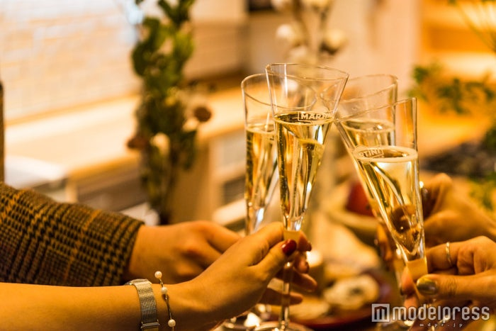 乾杯でパーティーがスタート(C)モデルプレス