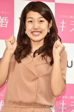 """横澤夏子、""""CMごっこ""""動画にファンからツッコミ「目力がすごい」「視線外して笑」"""