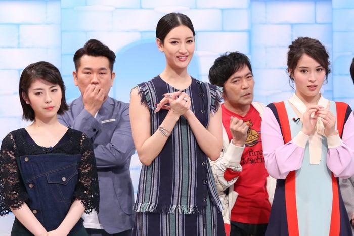 (左から)浜辺美波、藤本敏史、菜々緒、渡辺いっけい、広瀬アリス (C)日本テレビ
