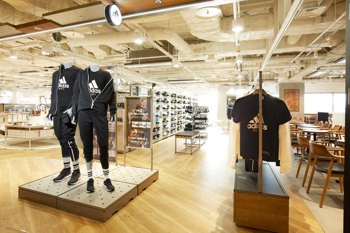 スポーツシューズ・ウェア・adidas Brand Core Store/画像提供:日本空港ビルデング
