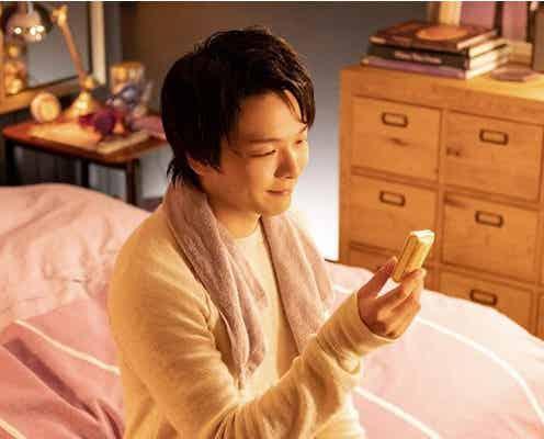 """中村倫也、お風呂上がりに部屋着姿で""""寛ぎタイム""""「#ルマンド男子」シリーズの新TVCMが放送"""