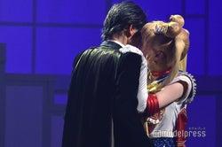 乃木坂46山下美月、キスシーンに熱いハグ…「美少女戦士セーラームーン」