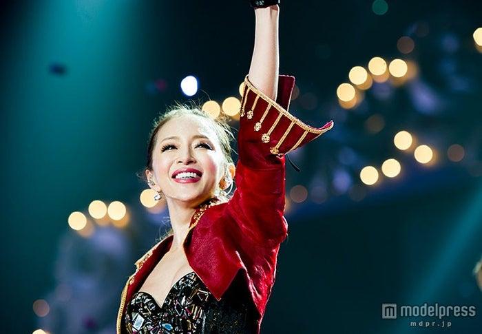 """全国アリーナツアー「""""ayumi hamasaki ARENA TOUR 2015 A Cirque de Minuit ~真夜中のサーカス~""""」ファイナル公演を行った浜崎あゆみ【モデルプレス】"""