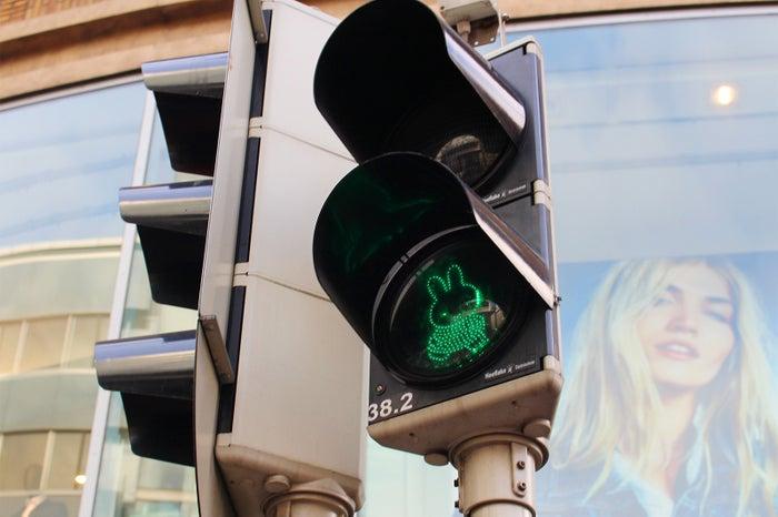 ミッフィーの信号機(提供写真)
