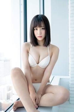 SKE48鎌田菜月、水着で美バスト&白肌ボディ輝く