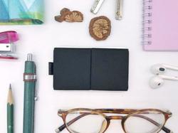 たったの14g!小さいのに必要なものがきちんと入るシンプルミニ財布