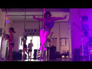 ゆりやんレトリィバァ、妖艶ポールダンス動画に「上手」「す、凄い」の声