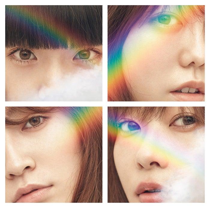 右下が指原莉乃/AKB48「11月のアンクレット」通常盤C(C)AKS