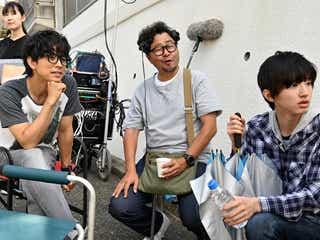V6井ノ原快彦、なにわ男子・道枝駿佑とのメイキング写真公開 細やかな役作り明かす<461個のおべんとう>
