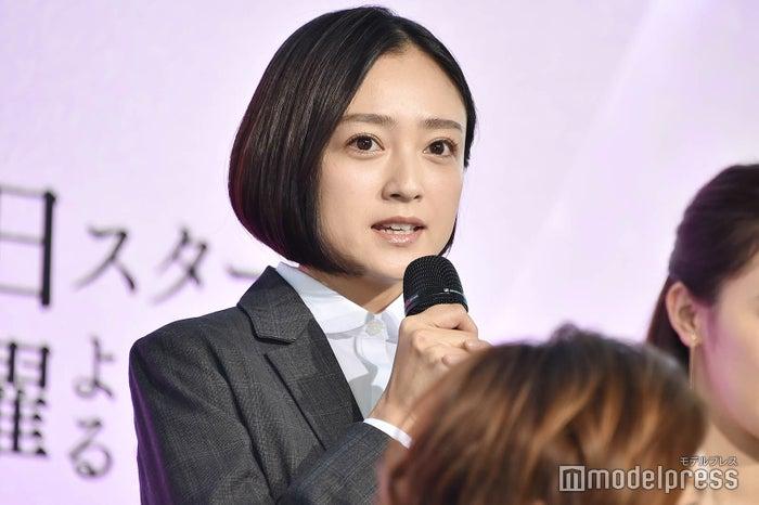 ドラマ「リーガルV~元弁護士・小鳥遊翔子~」でスーツ姿を披露する安達祐実 (C)モデルプレス