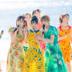 AKB48、常夏のグアムで熱狂パフォーマンス グループ衣装を脱いでグアムに染まる
