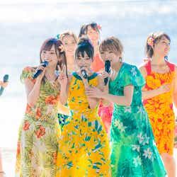 モデルプレス - AKB48、常夏のグアムで熱狂パフォーマンス グループ衣装を脱いでグアムに染まる