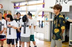 片寄涼太、「8代目TOP ROBBERS」に訪問(C)AbemaTV/撮影:荒金大介、内野秀之