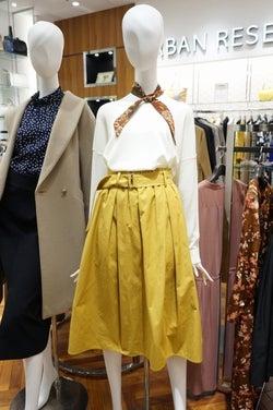 レディス専門店 春はパンツよりもスカートが優勢