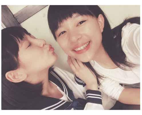芳根京子、吉岡里帆からキス?2ショットに反響「仲良し」「透明感がすごい」