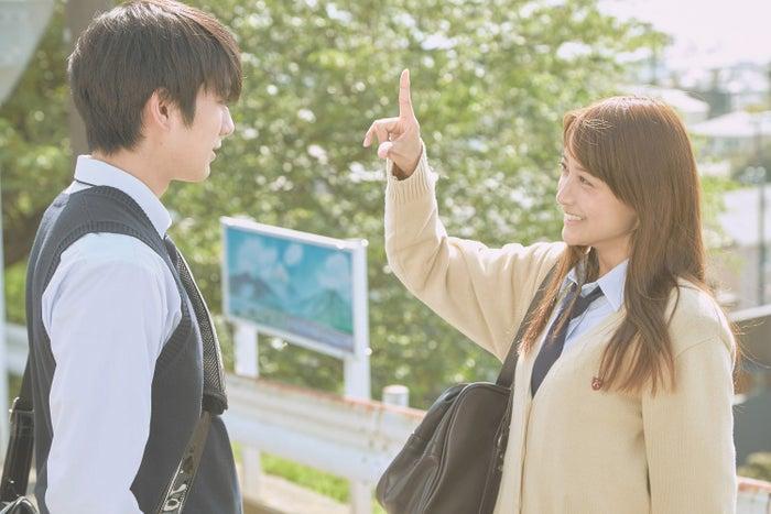 真剣佑、山本美月(C)2017「ピーチガール」製作委員会