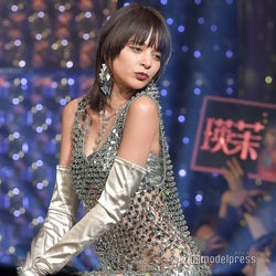 瑛茉ジャスミン、ビキニが透ける大胆衣装がSEXYすぎ<ViVi Night>