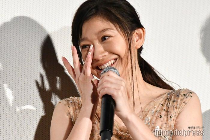 舞台あいさつで涙する篠原涼子 (C)モデルプレス