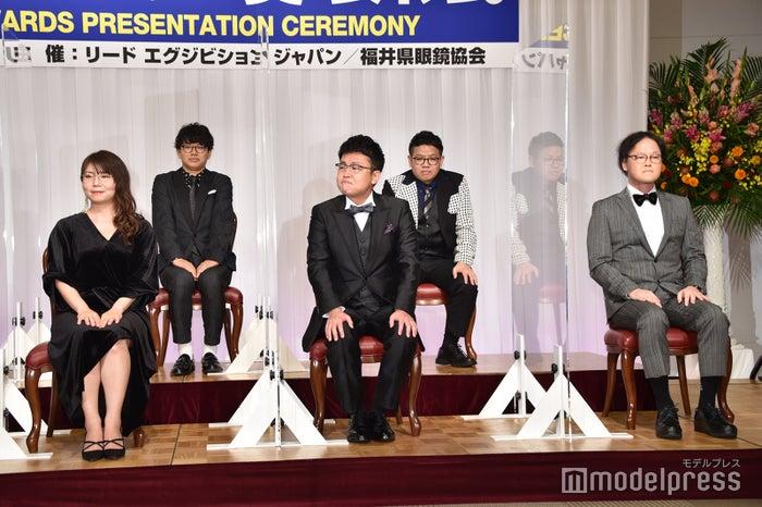(前列左から)山崎ケイ、橋本直、稲田直樹(後列左から)ミキ・亜生、昴生 (C)モデルプレス