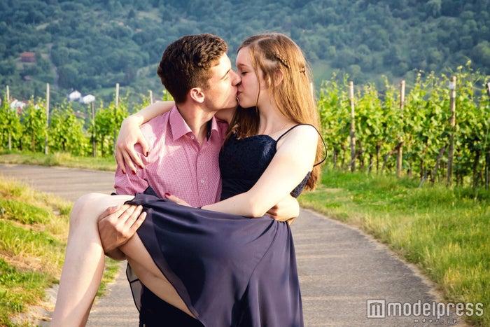 甘え上手な女性は男性からも愛されやすい(photo-by-Jürgen-Fälchle/Fotolia)