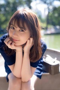 セントラルパークでボートに乗る生田絵梨花/セカンド写真集『インターミッション』(講談社)撮影/中村和孝
