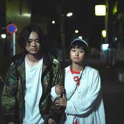 モデルプレス - 菅田将暉&忽那汐里、腕組み2ショット公開 共演シーンを振り返る
