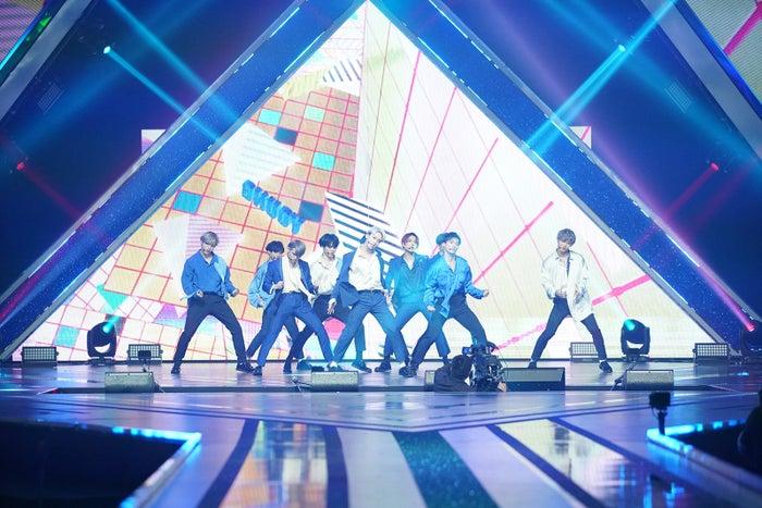 デビュー評価「YOUNG」ステージ「PRODUCE 101 JAPAN」最終回(C)LAPONE ENTERTAINMENT