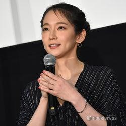 吉岡里帆、初の母親役「こんなに苦しくて大変なことなんだ」 幼少期の貴重写真も公開<泣く子はいねぇが>