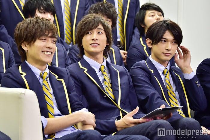 (左から)平間壮一、小関裕太、吉沢亮(C)モデルプレス