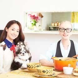沢尻エリカと母親の沢尻リラさん(提供写真)