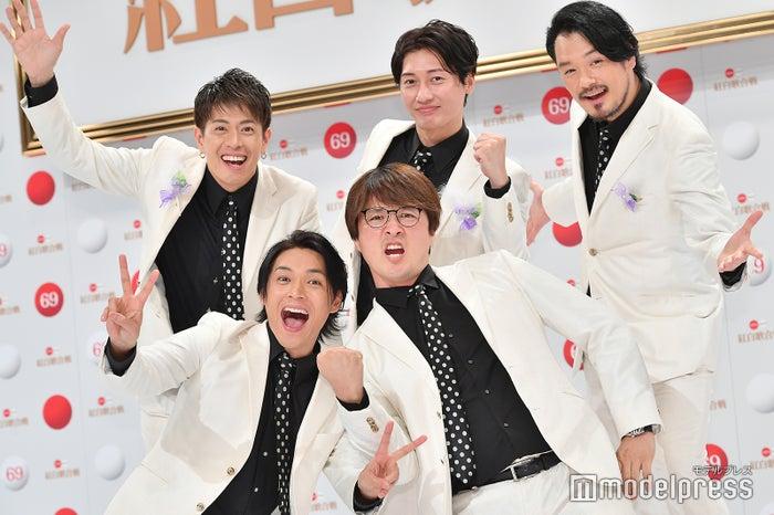 純烈/(前列左から)白川裕二郎、酒井一圭(後列左から)後上翔太、友井雄亮、小田井涼平