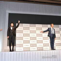 イリュージョンに挑戦することになり手を挙げてみる田中圭(C)モデルプレス