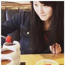 モデルプレス - 松井玲奈 「眉毛なくてもかわいい!」ほぼすっぴんに絶賛の声 家入レオと仲良しデート?